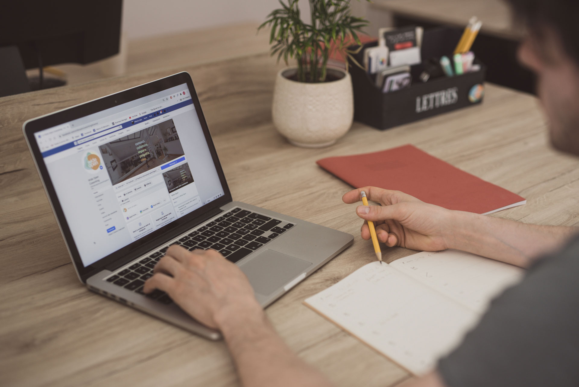 copywriter scrivere post facebook testi online Wide Open Coworking