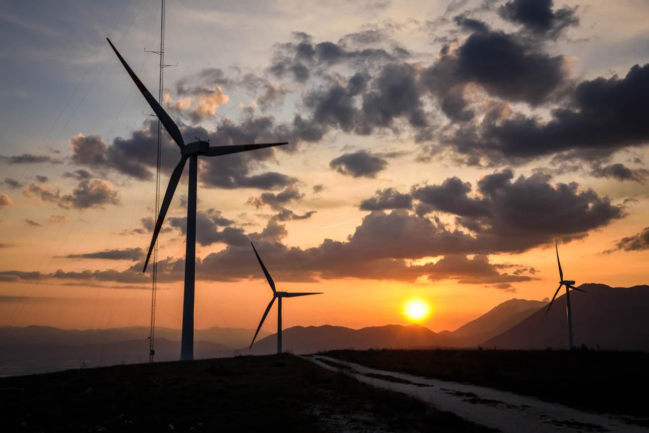 energia pulita eolica pale sostenibilità ambientale wide open coworking abruzzo